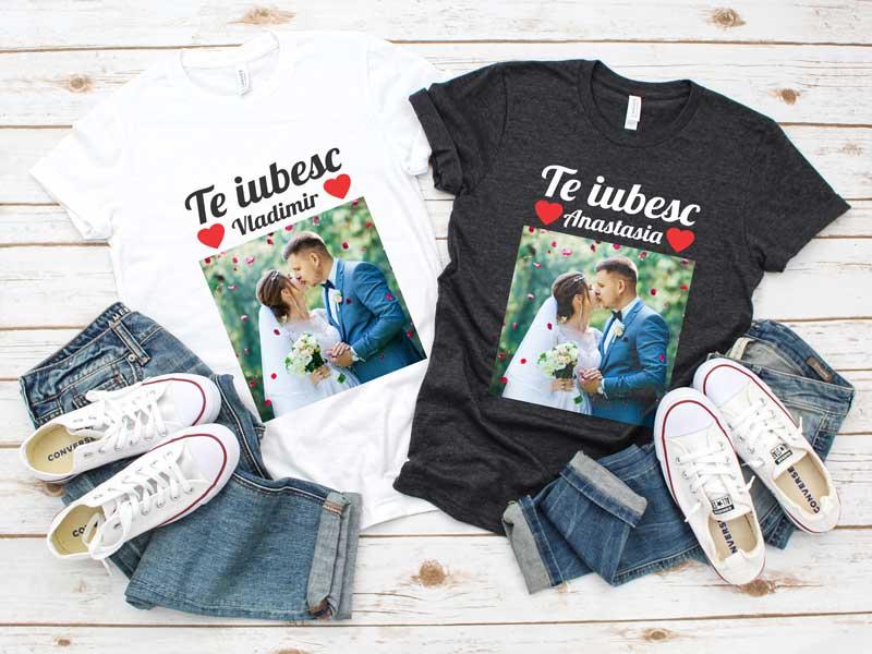 Set-Tricouri-Cuplu-Personalizate-–-Te-iubesc-cu-Nume-și-Poză